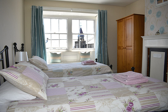 Twin bedroom overlooking the square Hartland