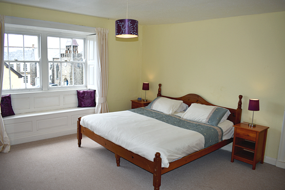 Super king size bed Charter House rental